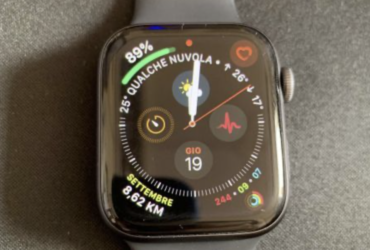 Vendo Apple Watch Series 4 44mm (2018) Alluminio grigio siderale con cinturino sport